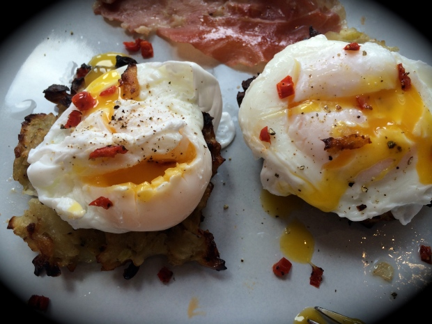 courgette hash brown fritters with poached eggs