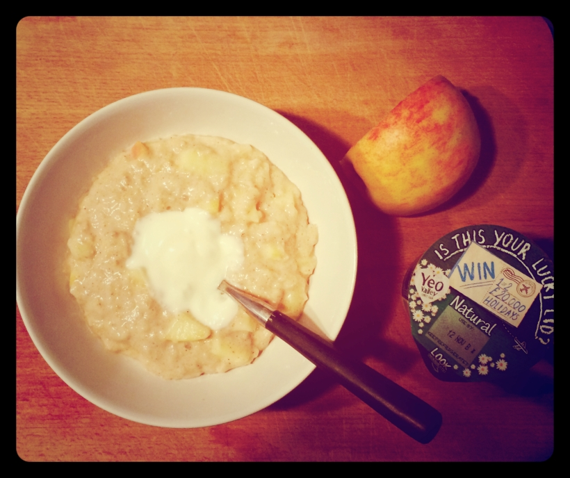 Porridge with apple and natural yoghurt